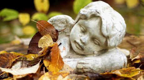 In Bobingen bietet die Ökumenische Hospizgruppe nun telefonische Beratung für Trauernde an.