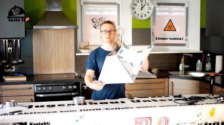 Viele Aktionen werden mit Videos unterstützt, wie hier etwa der Bau einer Softbox.