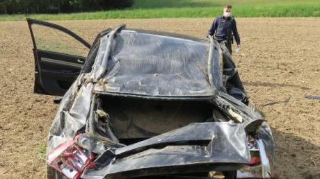 Mehrfach überschlagen hat sich ein 20-Jähriger mit seinem Auto bei einem Unfall bei Langenneufnach.
