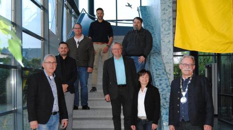 Die neuen Gemeinderäte in Wehringen (von links): Alfred Schatz, Christian Tierhold, Christoph Kastl, Michael Deschler, Norbert Mak, Gerhard Schmidbauer und Birgit Glas mit Bürgermeister Manfred Nerlinger.