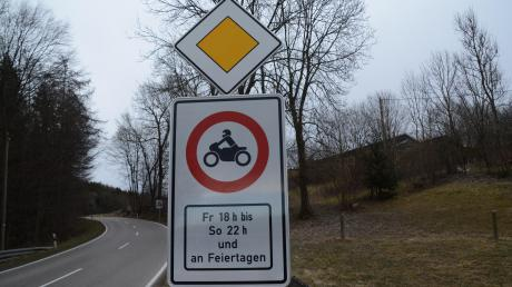 """Der Unfallschwerpunkt """"Rennstrecke"""" Mickhausen wurde mit einem zeitweisen Fahrverbot entschärft."""
