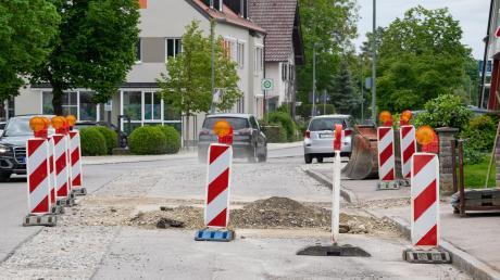 Der Verkehr auf der Lechfelder Straße wird nicht nur phasenweise behindert, die Straße ist dann bis Ende November komplett gesperrt.