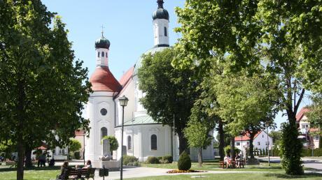 Der Franziskanerplatz lädt mit seinem historischen Ensemble zum Verweilen ein.
