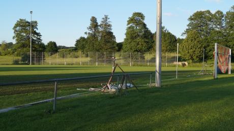 Der Nebenplatz in Mittelneufnach muss nach der sanierung bewässert werden. Die Gemeinde übernimmt die Kosten.