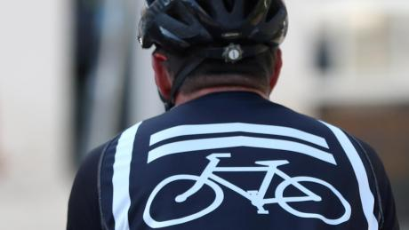 Einen hohen Schaden meldet die Polizei aus Steindorf nach dem Unfall eines Radlers mit einem BMW. (Symbolbild)