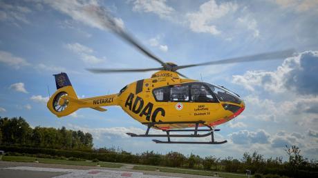 Ein Motorradfahrer ist am Samstag bei Todtenweis im Kreis Aichach-Friedberg verunglückt. Ein Rettungshubschrauber brachte den Mann ins Uniklinikum nach Augsburg.