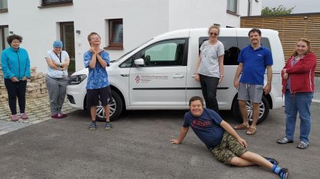 Freude über das neue Auto herrscht bei den Klienten des Ambulant Betreuten Wohnens genauso wie bei der stationären Wohngruppe Felicitas.