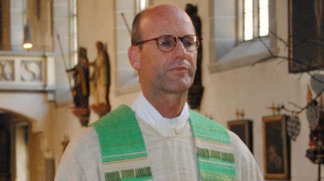 Eigentlich wollte Thomas Rauch, der in Weicht bei Buchloe und in Kaufbeuren aufgewachsen ist, Bauer werden, dann eine Laufbahn in der Welt der Finanzen einschlagen. Doch vor 25 Jahren ließ sich Bobingens Pfarrer zum Priester weihen.