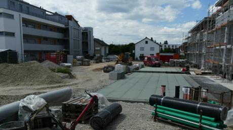Die großzügigen Außenanlagen sollen mit viel Grün und einem Spielplatz aufgewertet werden.