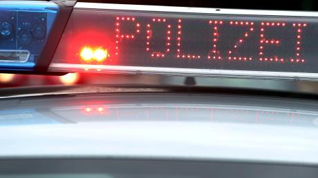 Eine wilde Verfolgungsfahrt hat sich ein Mopedfahrer am Dienstag in Langweid mit der Polizei geliefert.