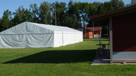 Eigens ein Zelt für Sport im Freien hat der TSV Schwabmünchen auf dem Sportgelände in der Riedstraße aufgestellt.