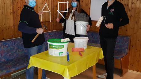 Die Mitglieder des Vereins Adventure Rapis renovieren fleißig ihre neue Räumlichkeiten in der Grundschule.