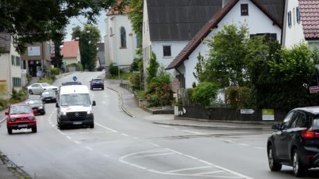 An der Kreuzung Wertachstraße/Augsburger Straße in Bobingen kommt es immer wieder zu Staus und gefährlichen Situationen.