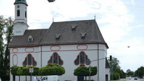 Aus der Kreuzung an der Liebfrauenkirche in Bobingen soll ein Mini-Kreisverkehr werden. Das soll die Verkehrslage entspannen und die große Kreuzung auch optisch aufwerten.