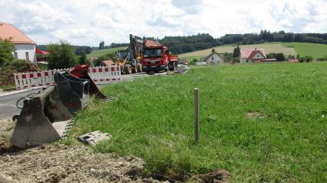 """Die letzten Arbeiten laufen im neuen Baugebiet """"Im Bürstling 2"""" in Scherstetten, das in Kürze fertiggestellt sein wird."""