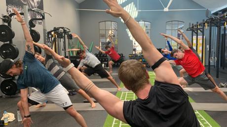 Gleichgewicht und innere Ruhe durch Yoga - auch das braucht jeder Eishockey Spieler.
