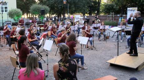 Erstes Konzert nach der Corona-Pause: In Obermeitingen  spielt das Blasorchester zum erstem Mal unter der Leitung von Robert Sibich.