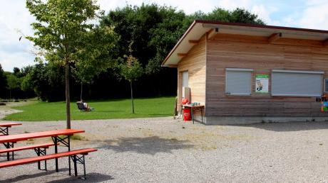 Die Wasserwachthütte am Obermeitinger Badesee kann nun nach einem Beschluss des Gemeinderates als Kiosk genutzt werden.