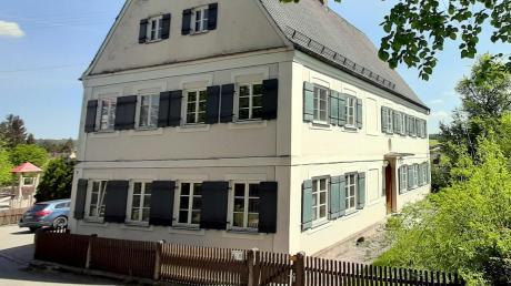 Der alte Pfarrhof von Mittelneufnach ist ein stattliches Anwesen.
