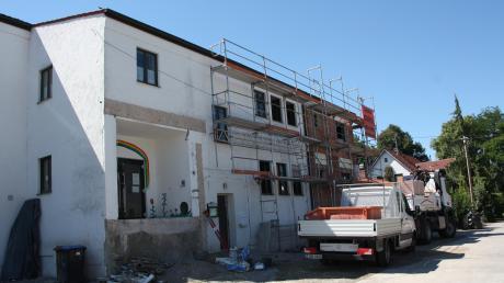 Der Umbau und Anbau des Kindergartens St. Johannes in Gennach ist schon weit fortgeschritten. Durch den Bauablauf sind der Gemeinde Mehrkosten von rund 50.000 Euro entstanden.