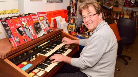 An der Hammond-Orgel lebt sich Theo Bachschmid auch heute noch regelmäßig aus.