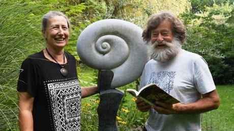 Gartenkunst und Literatur präsentieren Christiane Hellmich und Gottfried Wenger mit seinen Theaterfreunden am 6. September in Mittelneufnach.