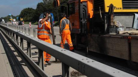 Im Augenblick laufen die Vorbereitungen für die längste Baustelle im Landkreis: Ab nächster Woche wird die B17 im Süden auf einer Länge von fast sechs Kilometern erneuert.