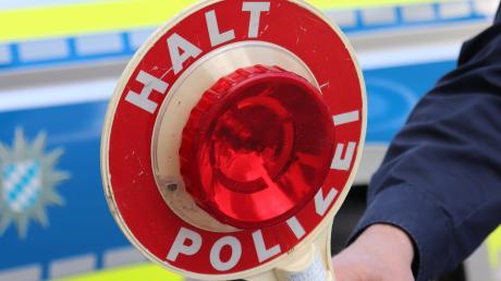 Die Polizei musste bei Schwenningen einen Mann suchen, der betrunken auf eine Leitplanke gefahren war.