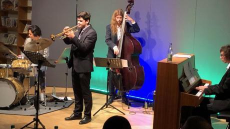 """Mit groovigen Eigenkompositionen überzeugte das """"Nico Weber Kwartett"""" die Gäste in der Kulturbücherei in Graben."""