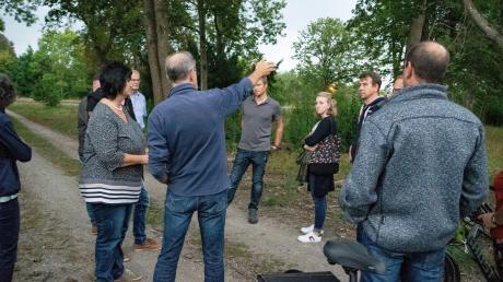 Beim Ortstermin im Lazarettgelände erläuterte Bürgermeister Andreas Scharf dem neuen Gemeinderat die angedachten Planungen.