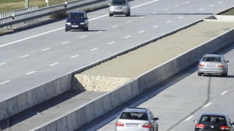 Die Autobahn A8 zwischen Friedberg und Adelzhausen.