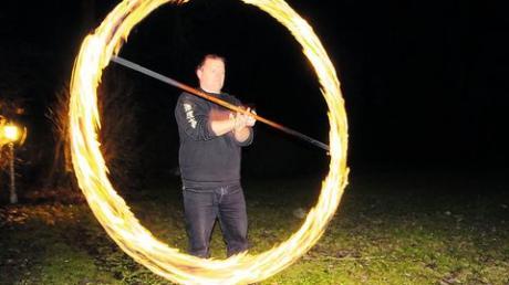 """Eine beeindruckende Show zeigen Markus Schwertel und die Feuershowgruppe """"Spirit of Dragonfire"""". Fotos: Spirit of Dragonfire, Verena Kraschowetz"""