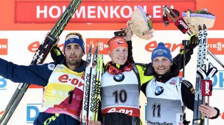 Erik Lesser (r) freut sich über den dritten Platz hinter Ondrej Moravec (M) und Martin Fourcade. Foto: Foto: Stian Lysberg