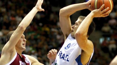 Gal Mekel (r) ist sich mit den Dallas Mavericks einig.