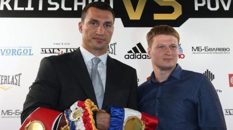 Wladimir Klitschko (l) kann sich durchaus vorstellen, noch einmal gegen Alexander Powetkin zu kämpfen.