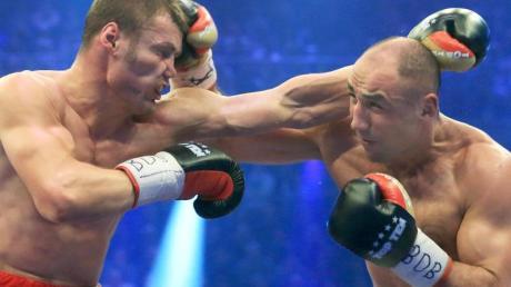 Arthur Abraham (r) und Robert Stieglitz werden zum vierten Mal gegeneinander boxen. Foto: Jens Wolf