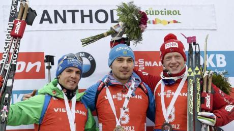Simon Schempp (l) musste sich in der Verfolgung nur Anton Schipulin geschlagen geben.