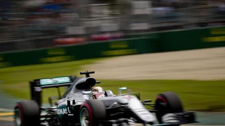 Weltmeister Lewis Hamilton startet von der Pole Position.
