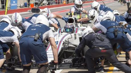 Der Kanadier Lance Stroll vom Team Williams Martini Racing bei einem Boxenstopp.