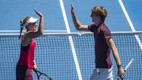 Angelique Kerber und Alexander Zverev haben bei der Wimbledon-Generalprobe in Eastbourne ihre Auftaktspiele gewonnen.