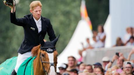 Der Sieg in Aachen eröffnet für Springreiter Marcus Ehning neue Möglichkeiten. Foto: Rolf Vennenbernd