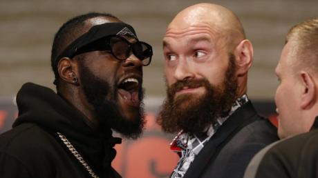 Deontay Wilder (links) und Tyson Fury liefern sich einen Rückkampf.