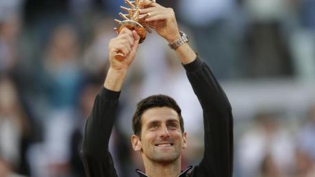 Novak Djokovic gewann die Trophäe von Madrid zum dritten Mal. Foto: Bernat Armangue/AP
