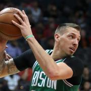 Bleibt in der NBA bei den Boston Celtics: Daniel Theis. Foto: John Bazemore/AP