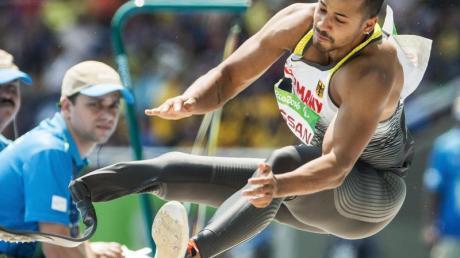 Hat den Para-Weltrekord im Weitsprung geknackt: Leon Schäfer in Aktion. Foto (Archiv): Alexandra Wey/KEYSTONE