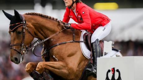 Springreiterin Simone Blum auf ihrem Pferd Alice. Foto: Rolf Vennenbernd