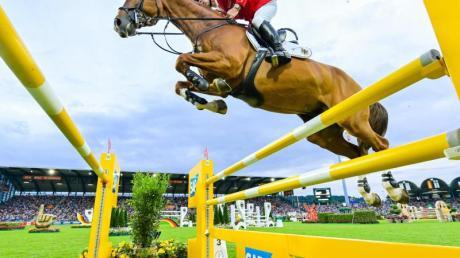 Springreiter Marcus Ehning auf seinem Pferd Funky Fred. Foto: Uwe Anspach