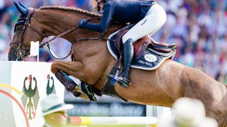 Beim Turnier der Sieger in Münster hat Weltmeisterin Simone Blum auf ihrem Pferd Alice den dritten Rang erreicht. Foto: Uwe anspach