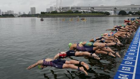 Die Wassertemperaturen im Odaiba Marine Park sollen zu hoch sein. Foto: Jae C. Hong/AP
