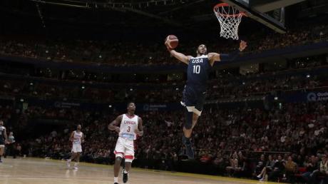 US-Basketballer Jayson Tatum zeigt einen einhändigen Dunk. Foto: Rick Rycroft/AP